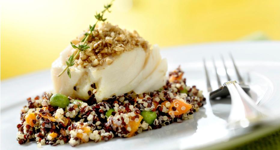 Bacalhau em cama de quinoa negra