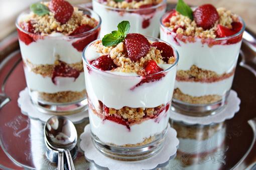 Parfait de morango com iogurte